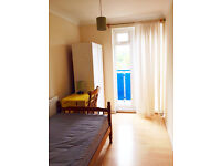 WOW single room in docklands, south quay, canary wharf. Available now.