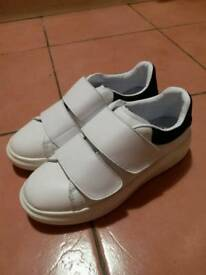 no brand white shoes uk4