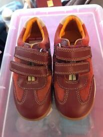 Boys Clark's Shoes Size 8 1/2
