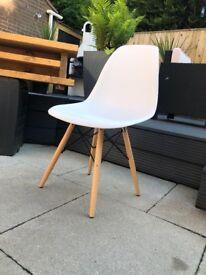 Set of 6 white and oak stylish chairs