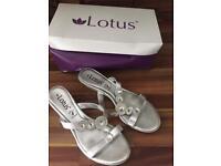 Women's Silver Sandals Size 5 LOTUS