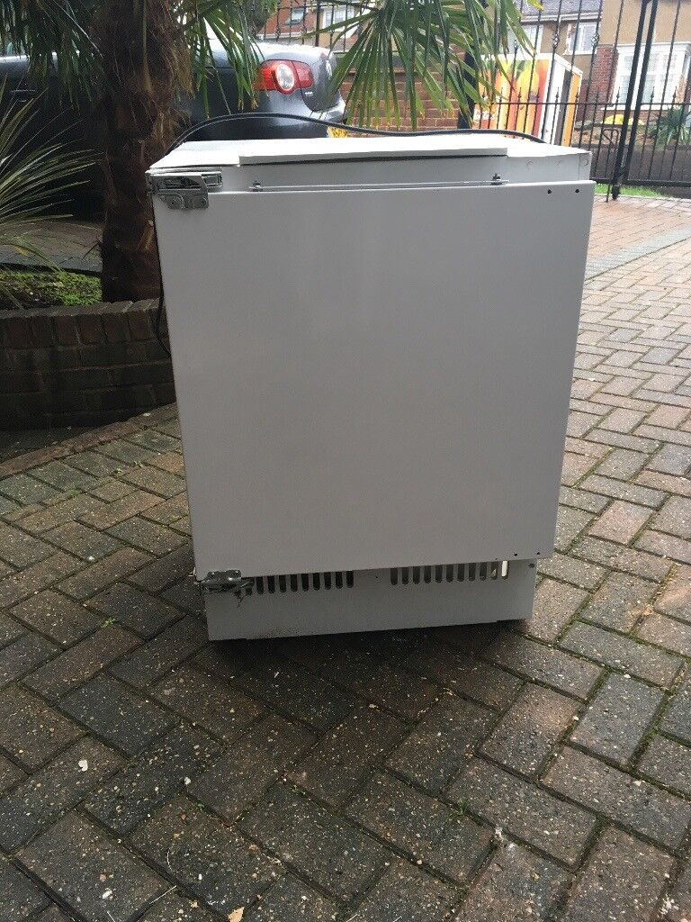 PROLINE integrated fridge.