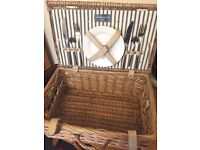 New unused stunning Picnic Basket (hamper) by Todhunter with two plates and cutlery christmas