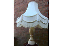 A QUALITY ONYX TABLELAMP WITH GOOD QUALITY SHADE