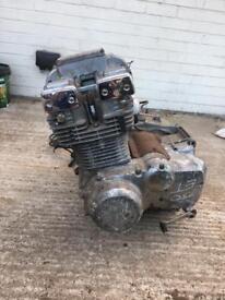 Suzuki GS750 engine with carburettors