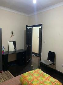 Large double bedroom for ladies or couple