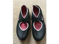 Women's sports shoes , size 7