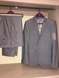 Men's suits grey & navy size 40r 34w 32l