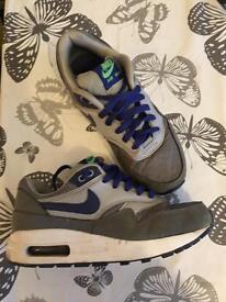 Kids Nike Air Max (size 3)