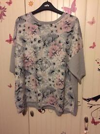 Floral grey top size l