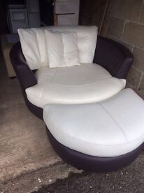 White/black swivel chair and stool