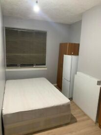 💜DOUBLE SINGLE ROOM AVAILABLE💜 in 🏡GOSPATRICK ROAD **