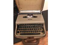 Vintage Olivetti Lettera 22 Typewriter