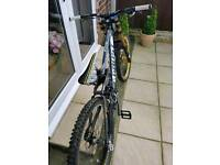 Ghost 9000 dh bike m frame £1,495