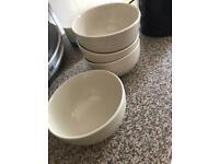 Deep bowls x4