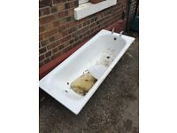 Free metal bath tub