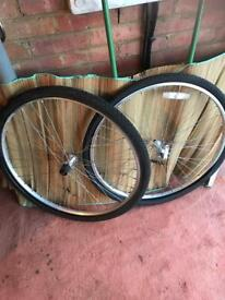 Shimano & Quando 28 inch bike wheels / tyres