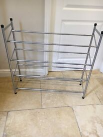 Shoe rack in excellent condition