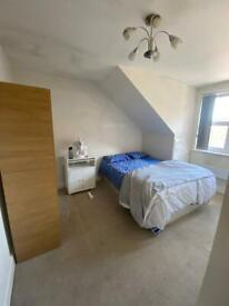 1 Double bedroom available next to Ilford station