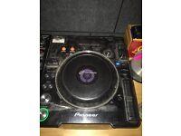 2x Pioneer CDJ1000 mk3 plus Behringer DJX750 mixer