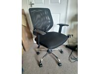 Mesh back swivel chair
