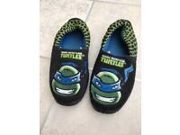 Boys ninja turtle slippers size 1