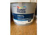 Dulux Vinyl Matt emulsion paint 10 litres and undercoat