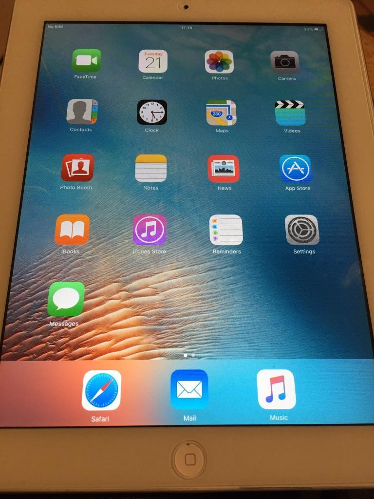 IPad 2 white 16gb wifi and 3gin Whitechapel, LondonGumtree - IPad 2 white 16gb wifi and 3G used in good condition dent in the back with charger and case no box