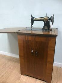 Vintage singer sewing machine & cabinet