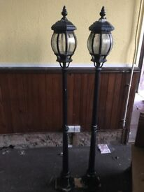 2 x 5ft lamp posts