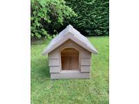 Dog kennel / house