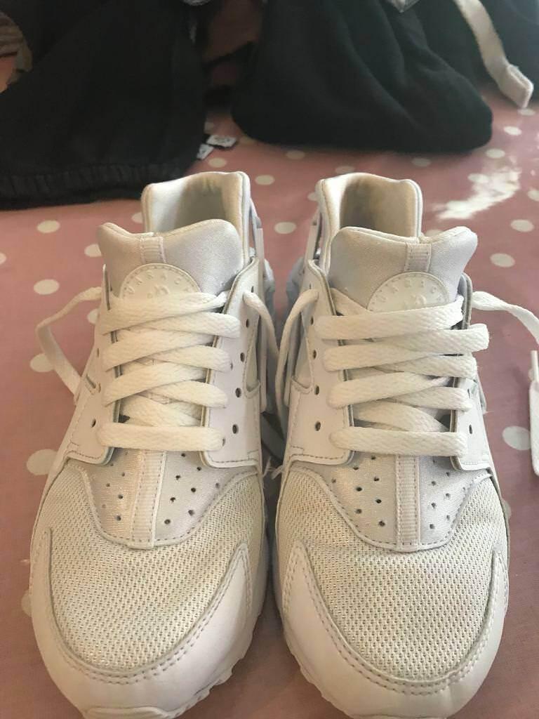 4887aab54688e Nike Huarache triple white UK size 4