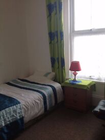 Bedsit available in lovely clean well kept house. Own kitchen facilities.