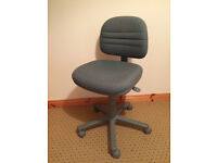 Computer / Office Swivel Chair With Wheels