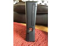 Xbox 360 Black (4GB) - 1 Controller - 16 Games