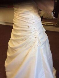 Traditional Ivory size 8/10 A-line wedding dress