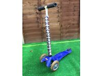 MICRO scooter 3 wheeled - Blue & Black - Pirate handlebar cover