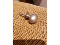 Bargain Kitchen knobs