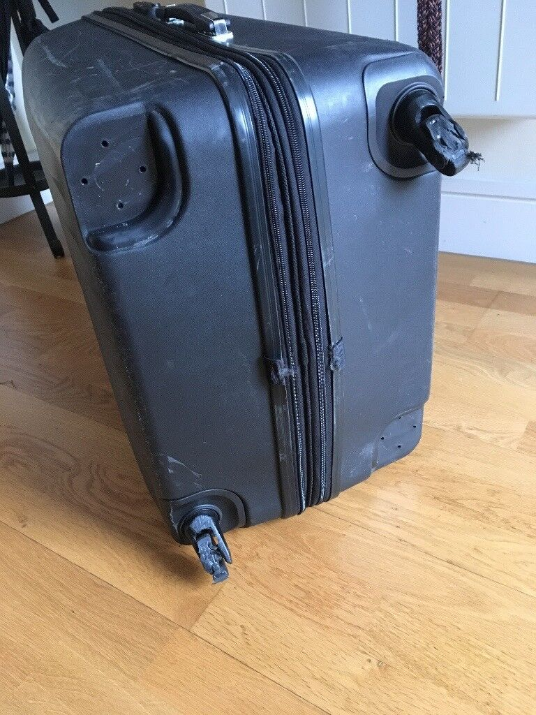 Extra-large suitcase, TSA-approved lock, wheels broken