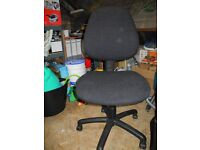 OFFICE CHAIR with recliner and hight seat regulation - 15£ only!!!