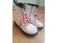 Gorgeous Girls white sturdy boots size 9