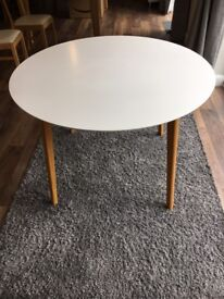 Round 4 seater white dining table