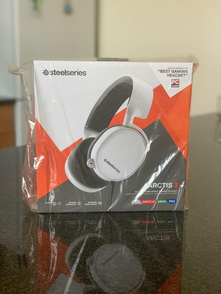 Steelseries Arctis 3 2019 Edition PC/Switch/XBOX/PS4   in West Hampstead,  London   Gumtree