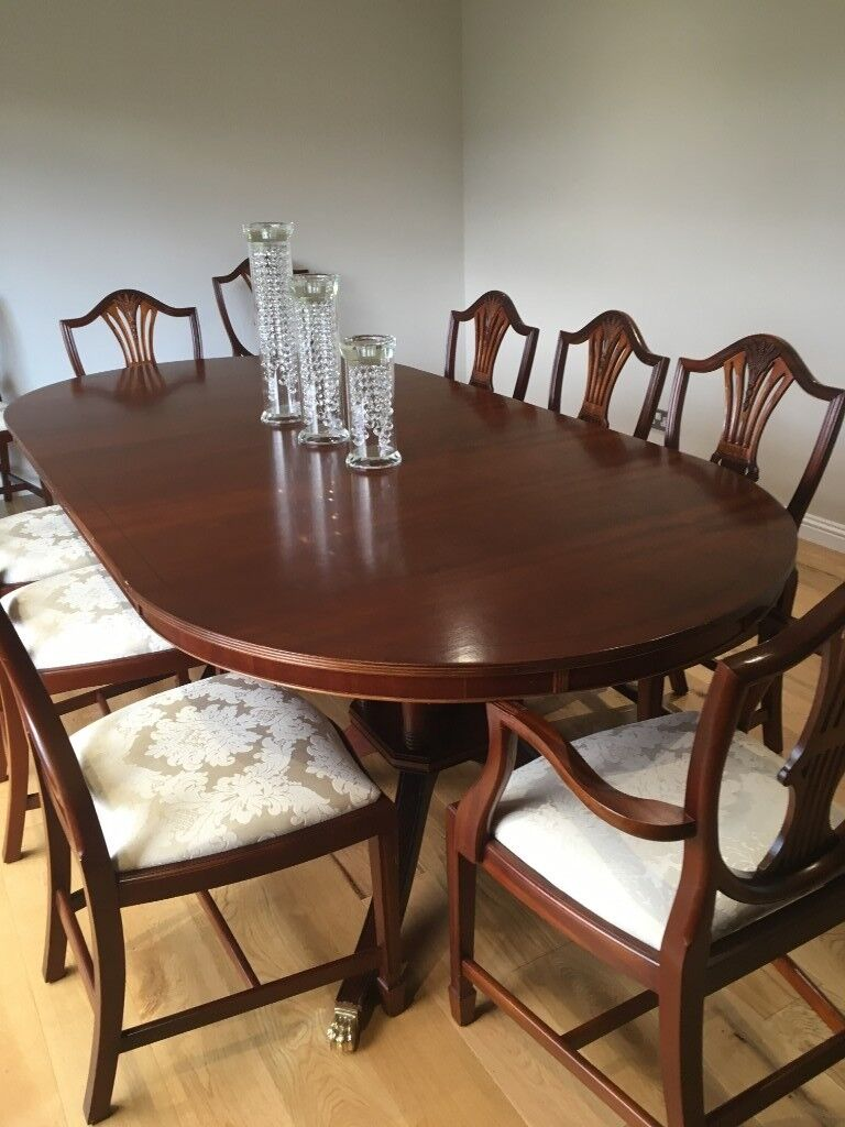 Traditional dining room table and chairs x 8 plus 2 carvers