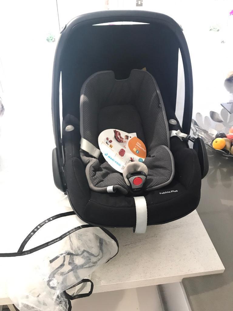 Maxi Cosi pebble plus car seat with 2 way isofix base