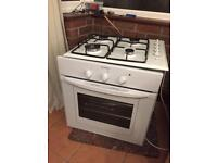 Indesist single gas oven with four gas hobs