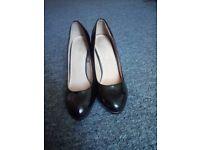 Amazing black heels size 6