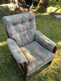 Upholstered chair (Cintque)