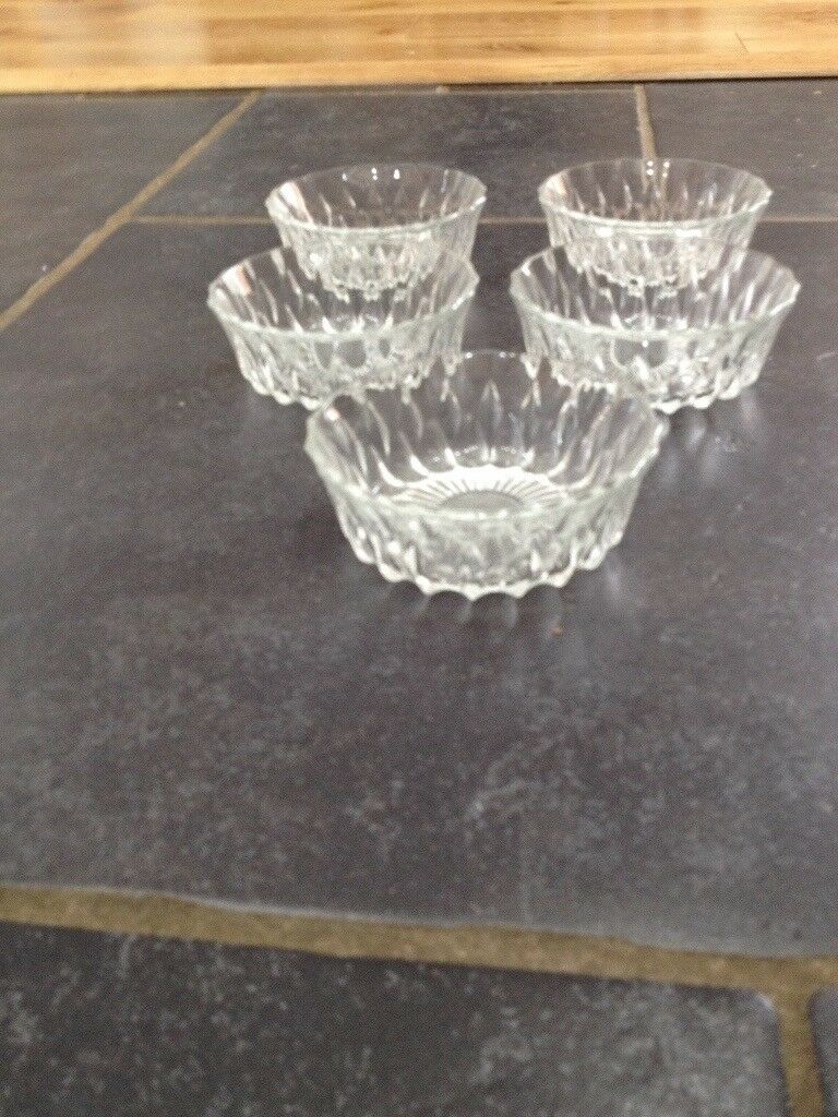 Glass dishes x5 4 inch
