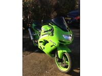 Classic Green Kawasaki ZX9R/ZX 900-C1 1998 Ninja - Clean Condition,38037 miles & Akrapovich Exhaust